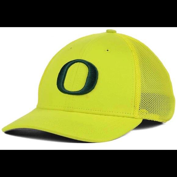 816517aa938 Oregon Ducks Nike Swoosh Flex Fit Cap NWT